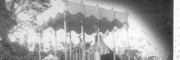 Nuestra Señora de la Caridad. 75 años de procesión. El palio de damasco blanco (1941-1945)